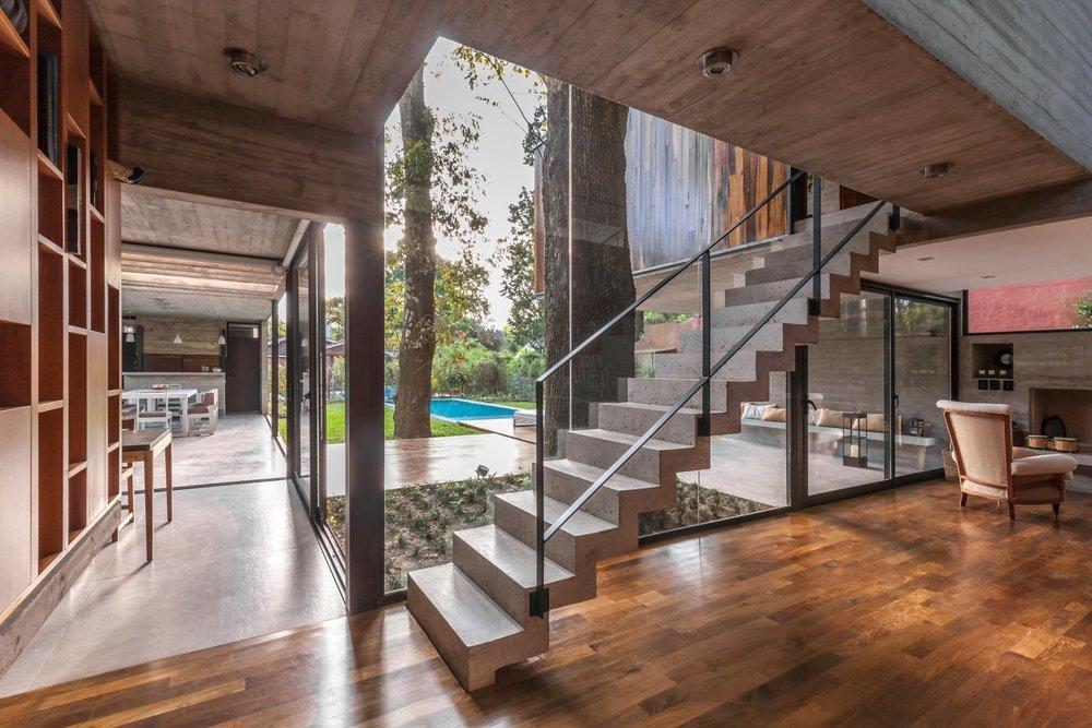 casa-aranzazu-besonias-almeida-arquitectos-architecture-residential-buenos-aires-argentina_dezeen_2364_col_6-1704x1136 (1).jpg
