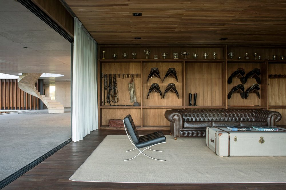 figueras-polo-stables-estudio-ramos-architecture-public-and-leisure_dezeen_2364_col_24-1704x1137.jpg