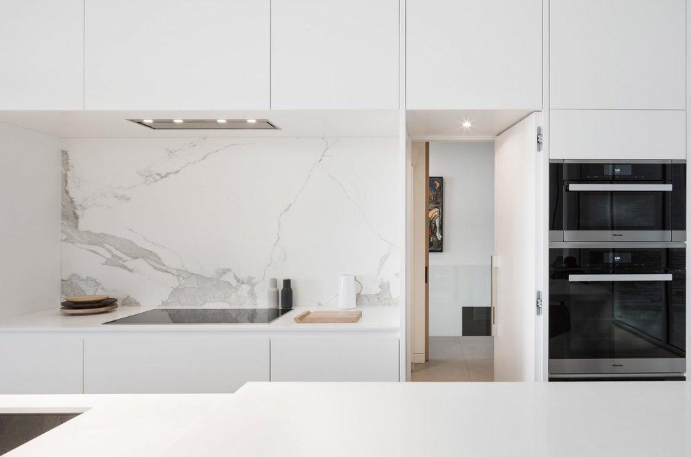 slender-house-mu-architecture-quebec-canada_dezeen_2364_col_8-1704x1128.jpg