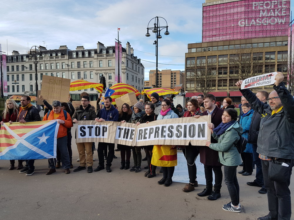 At just a few hours notice campaigners gathered in Glasgow to condemn the reissuing of international arrest warrants for exiled Catalan politicians