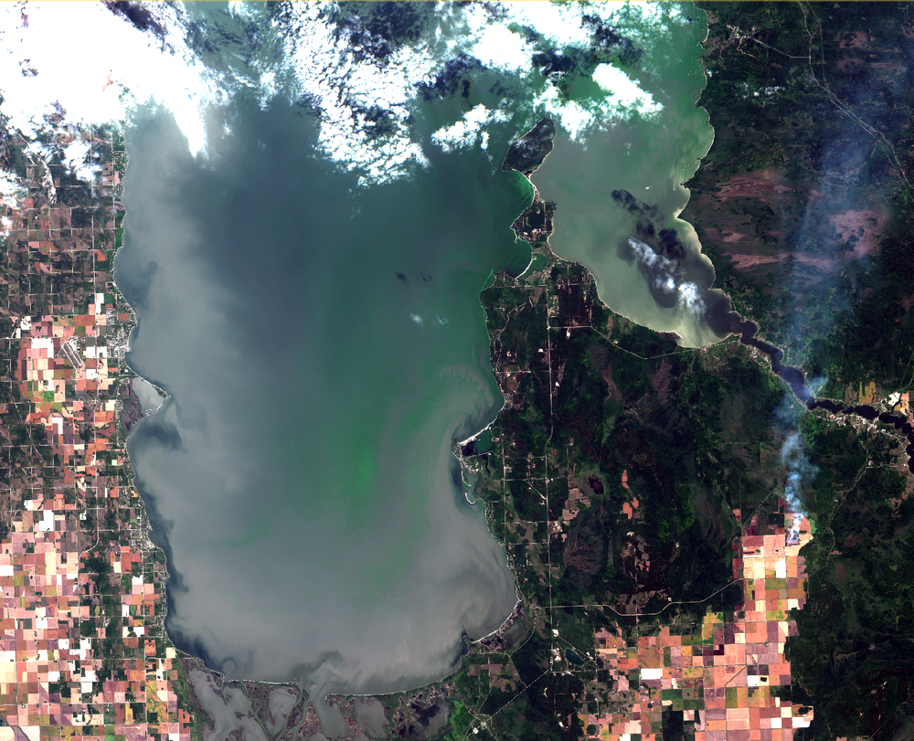 September 3, 2018. Algal blooms on the surface drifted to the east side and was abundant and accumulated from Lester Beach to Elk Island. Meanwhile, upwelling brought better conditions for recreation on the west side, as evident by dark pixels where relatively clear bottom water slipped up onto the shore from Chalet Beach to north of Gimli. Click  here  for a high resolution map with placenames.