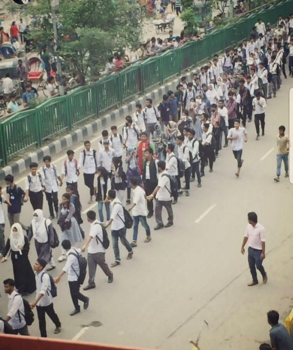 Male students create a human shield for their female colleagues in the wake of rape and sexual assault of protesters by pro Government Bangladesh Chhatra League (BCL).  Reproduced from twitter. Photo by    Sifat Hossain