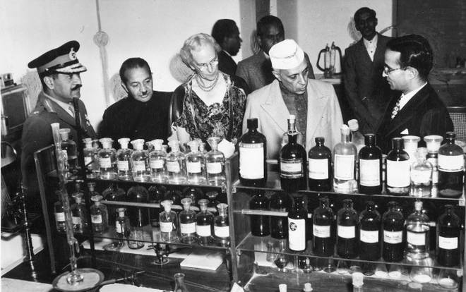 Jawaharlal Nehru at a laboratory in the Central Drug Research Institute, Lucknow. Nehru had become a staunch advocate of scientific rationality and its importance to independence, becoming the first non-scientist president of the Indian Science Congress. Source:    The Hindu Photo Archives