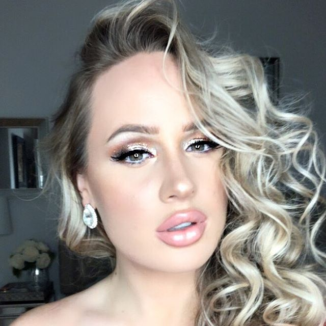 HAPPY NEW YEAR!!! 2019 bring it on!✨🎉😜 💄New Years Makeup Look Below... • Skin | Foundation 👉🏼 @toofaced Born This Way  Blush 👉🏼@maccosmetics Fairly Precious Highlighter 👉🏼 @beccacosmetics Champagne Pop! • Eyes | @stilacosmetics Kitten Karma Eyeliner 👉🏼 @katvondbeauty Tatoo Liner Mascara @marcjacobsbeauty Velvet Noir • Lips | Lip Liner @nyxcosmetics Pale Pink + Lipstick @maccosmetics Lustre + Lipgloss @victoriassecret #newyearsmakeup #makeup #simplymindy #utahmakeupartist #slcmakeupartist #slcmua #glammakeuplook #holidayglam #utahhairstylist #2019 #brides #italymua