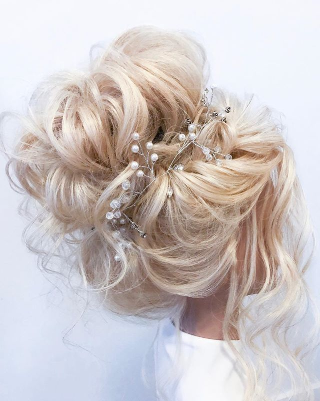 What do I do on rainy days like these you may ask? I put on some Mozart & play around with new bridal hairstyles. Love how airy + ethereal this updo turned out 💕