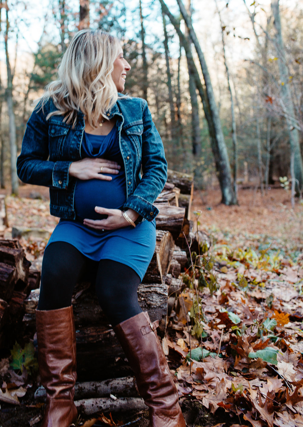 Greater Boston family photographer Joy Uyeno Sudbury pregnant mother in wooded back yard