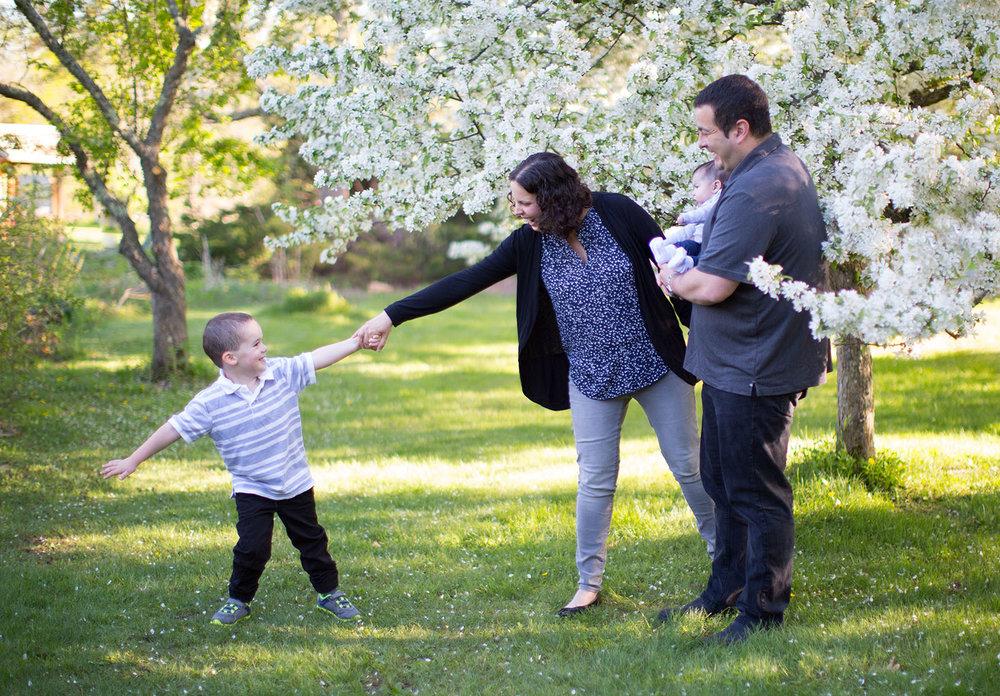 weston-wayland-ma-greater-boston-family-photographer-springtime-sessions-1.jpg