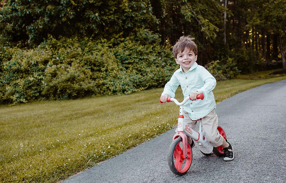 family-photo-shoot-kids-acting-up-movement.jpg