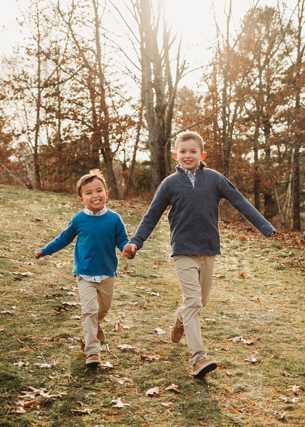 brothers-running-lifestyle-extended-family-session-boston-family-photographer.jpg