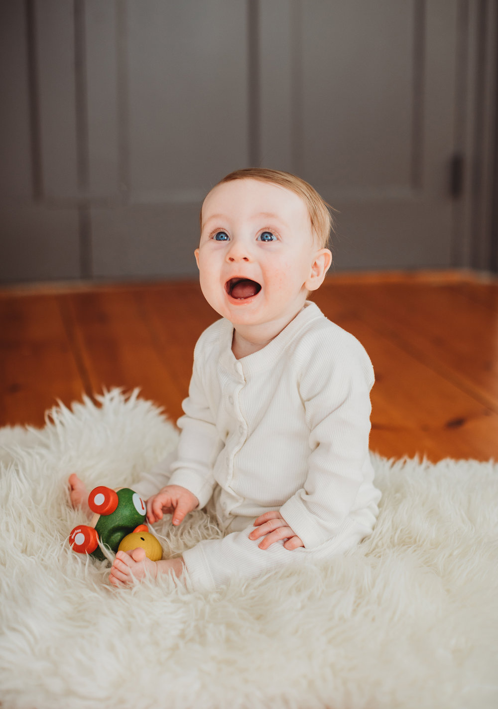 Solid basics are always a great option for baby photo sessions. Baby photographer Boston, Sudbury family photographer, natural light.