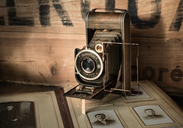 B 180207 - vintage camera.jpg
