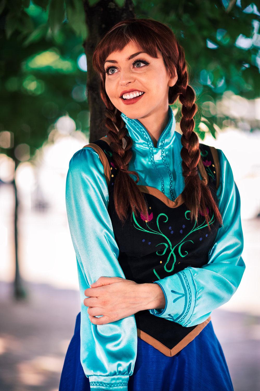 Joanna Lynn Bert Anna Cosplay