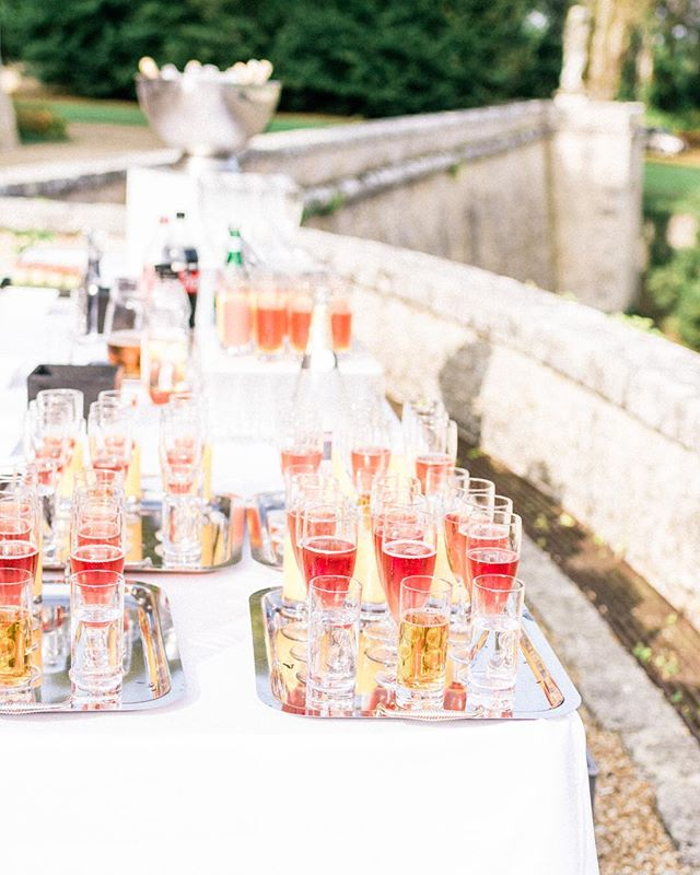 Cocktail Time at @chateau_de_baronville  #chateauwedding #weddingcocktails #champagne #weddingfolks #parisianwedding