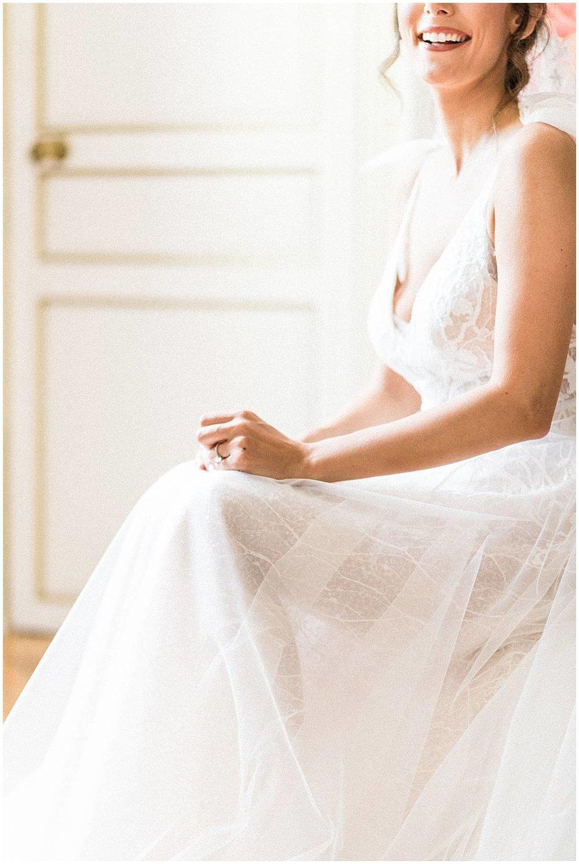 Gorgeous bride in chateau de Robernier