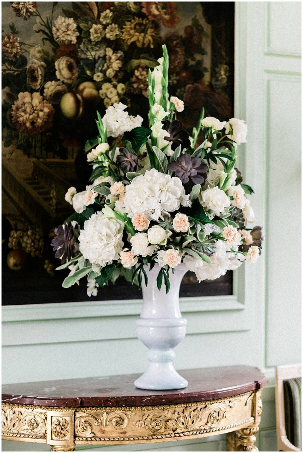 Wedding, floral composition in chateau de Mauvieres