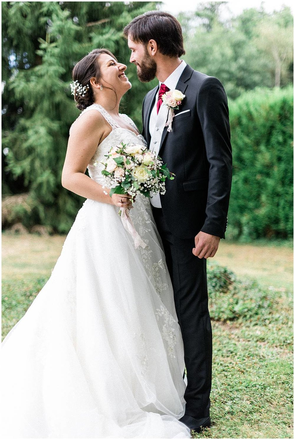 Bride and groom during the couple session in their wedding in Limoges doamine du Poudrier