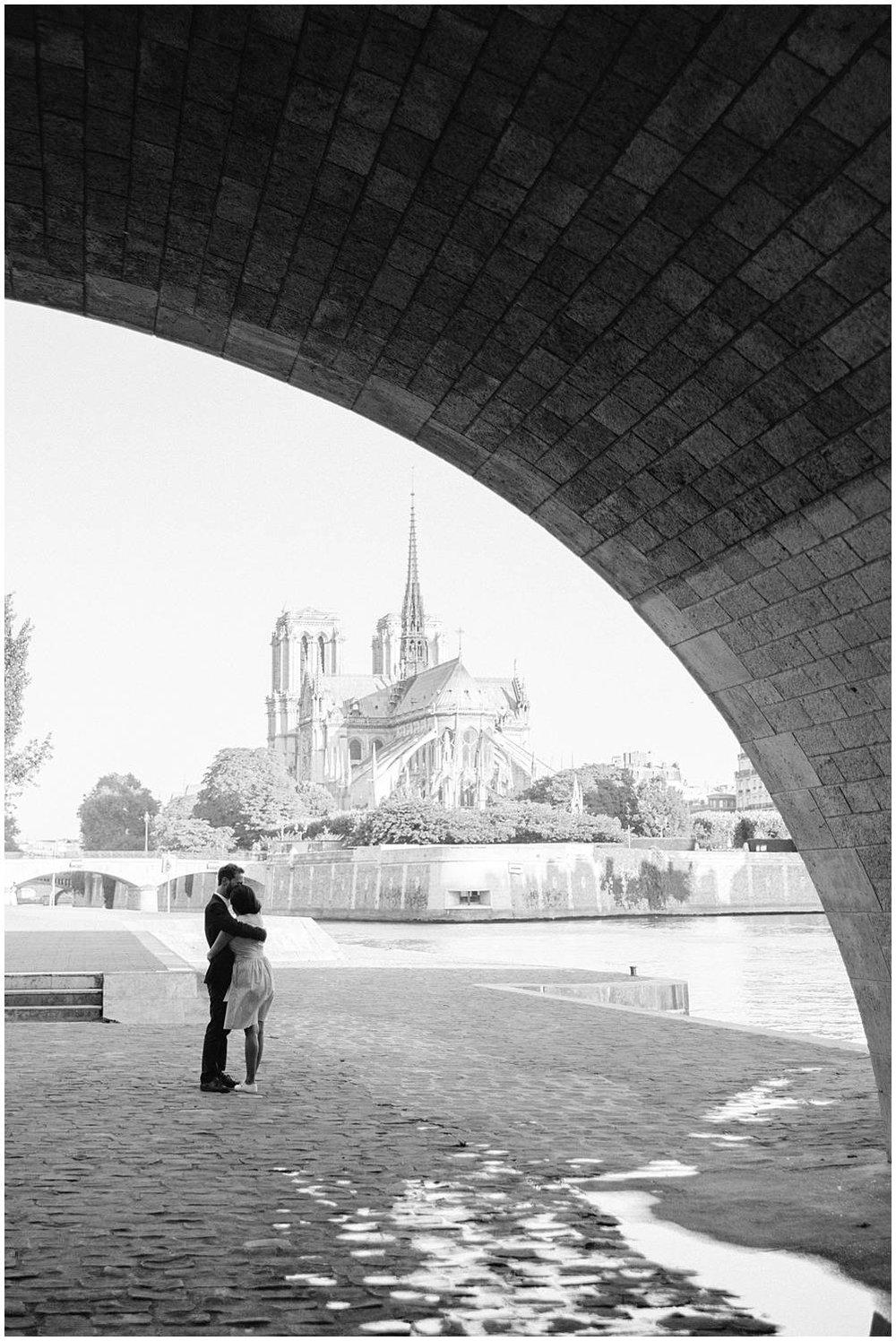Engagement session in Notre Dame de Paris