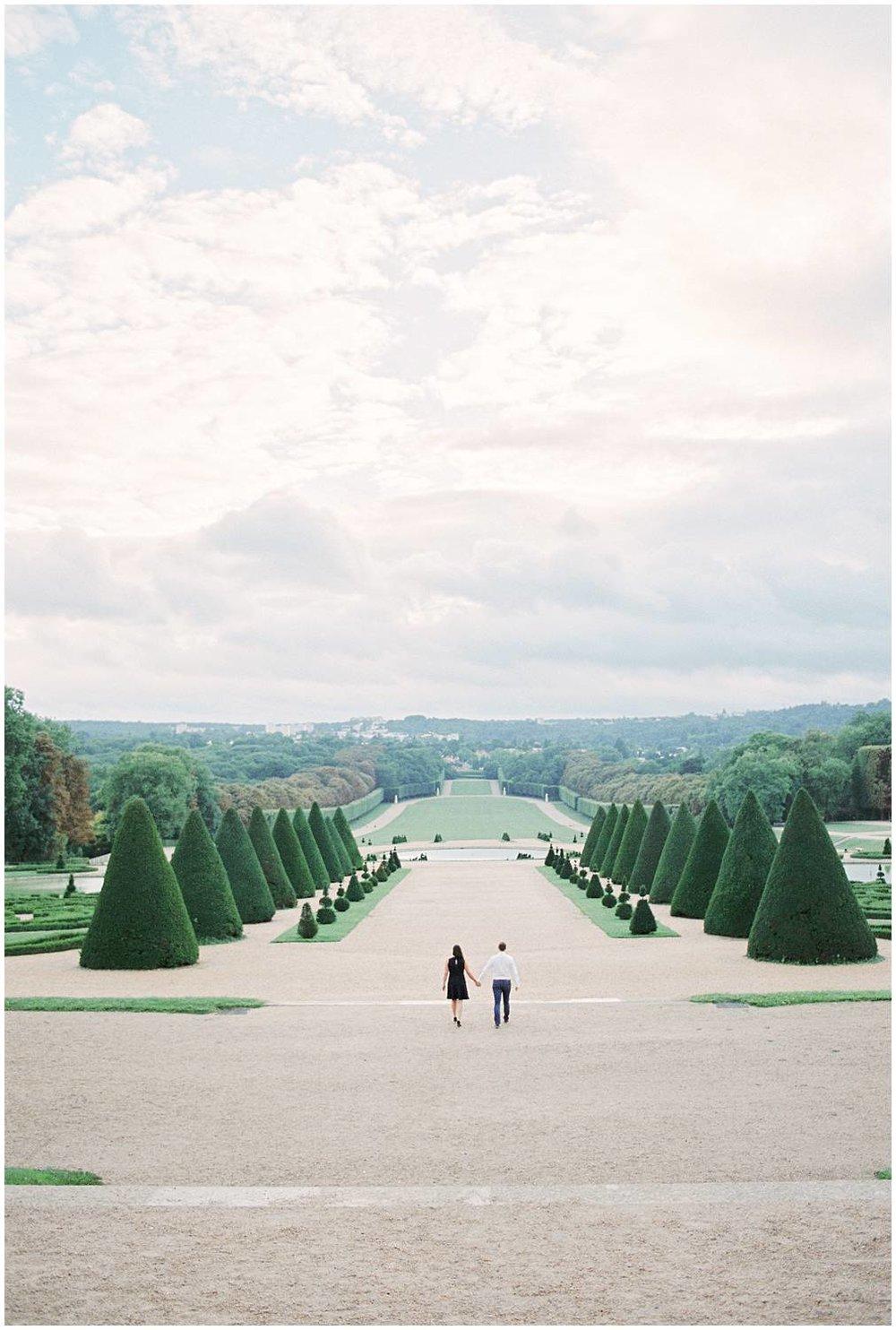 Engagement in a castle parc in Paris