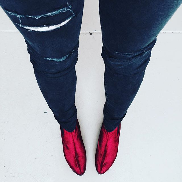 Ripped jeans+Killer shoes=❤️ @unif #UNIF #unifclothing #shoes #shoesoftheday #redvelvet #rippedjeans #fashion #amazing #perfection #love