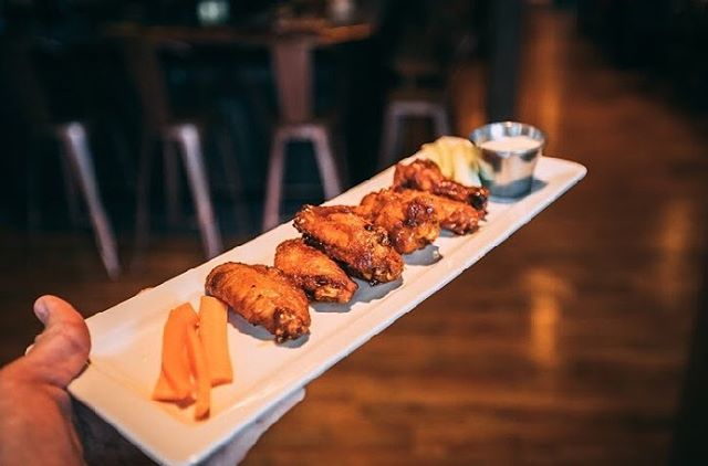 Stop by today for some delicious Chandi Sticky Wings 🍴🐓 8 large wings tossed in Sweet Chili, BBQ, or Buffalo Dressing! Yum 😋 . . . . . . #stoutbrothers #stouts #stout #santarosa #sr #sonoma #sonomacounty #downtown #beer #craftbeer #cocktails #happyhour #lunch #dinner #wheretoeat #friends #goodvibes #drink #drinks #foodie #irishpub #foodporn #foodstagram #wine #yum #nom