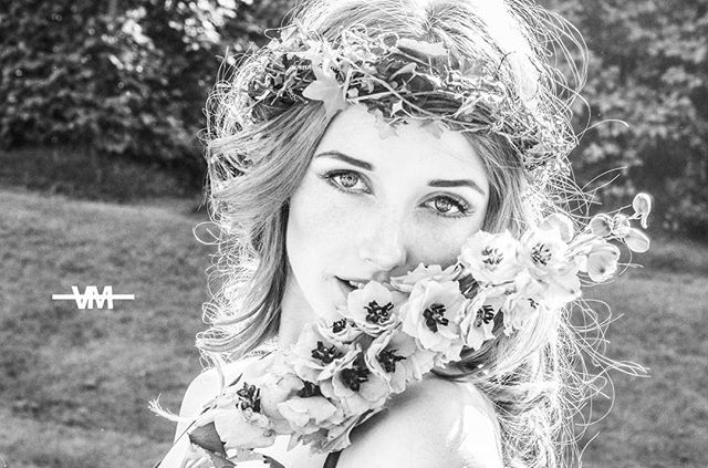...I brought you flowers 🍁 Photo by @vildebangfoss/ Vilde Media  Model @redisanattitude  #photography #vildemedia  #portrait  #mediacompany #entreprenuership #entrepreneurlife  #entreprenuer #bw  #vildemediahustle #drammem #photographer #shoot #story #photoshoot #model #norway #fashion #creative #fashionphotography #contentcteator #oslobasedphotographer  #contentcteatoroslo  #contentproducer