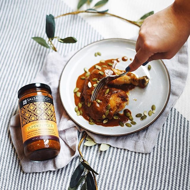 It's that time of year 😍 🍂🍁🍂🍁Roasted chicken with a healthy spoonful of Pumpkin Mole is made for these autumn days!