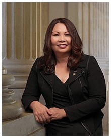 Tammy_Duckworth,_official_portrait,_115th_Congress.jpg