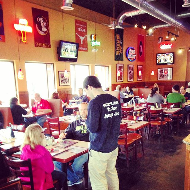 Come dine with us! We're open until 10 pm! #brooklynjoespizza #milton #canton