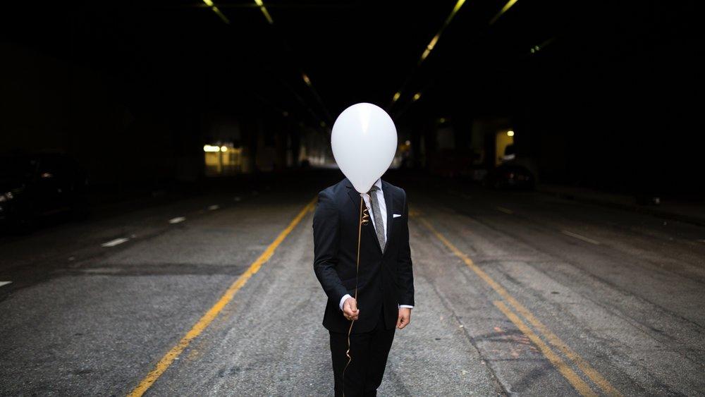 man_balloon_tuxedo_118173_1920x1080.jpg