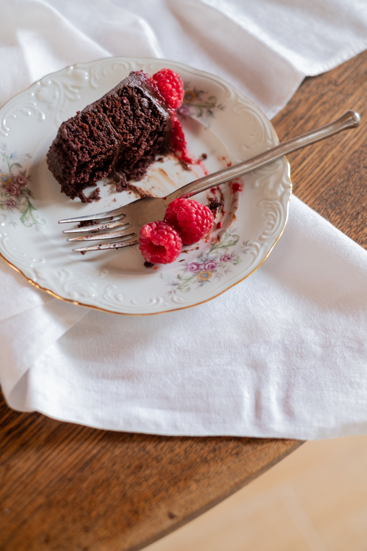 chocolate cake, gluten free, dairy free, refined sugar free