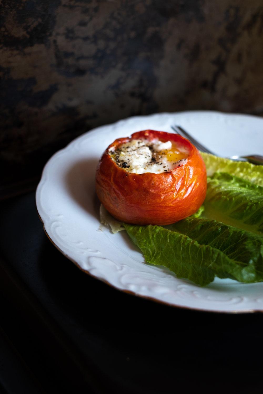 egg-stuffed tomatoes with pesto