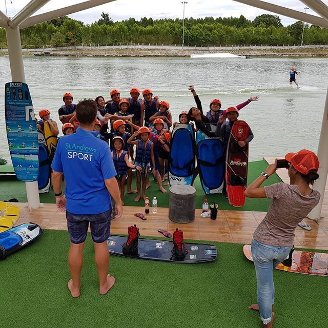 Welcome St. Andrew International School students to @twppattaya ✌ They all enjoy wakeboarding 😉 🏄‍♀️ #thaiwakepark #twp #bestwakepark #twppattaya