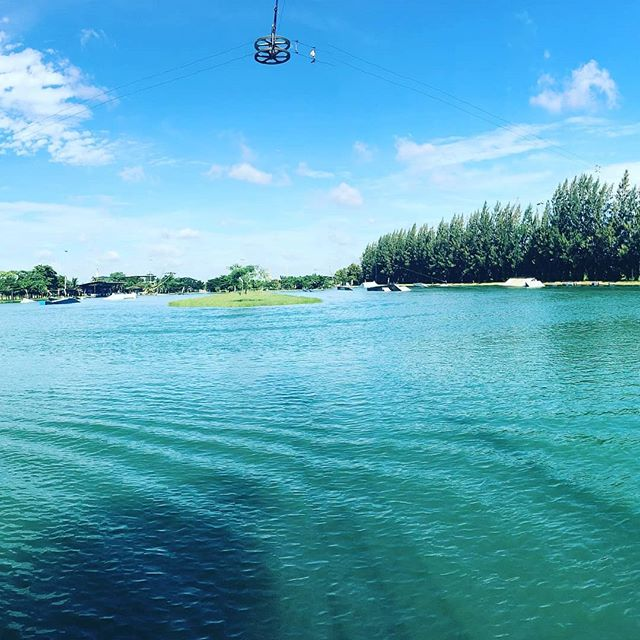 This view @thai_wake_park is unbeatable 😁 Come & join the vibes 💦✌ #twp #twplumlukka #thaiwakepark #bestwakepark 📷 @m4rcros4les