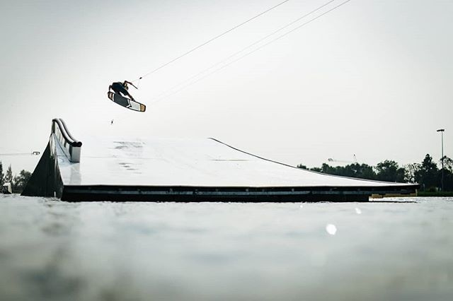 @nicovonlerchenfeld Tail Back One 🚀 @thai_wake_park 💦 as seen in @liquidforcewake ad in the new @thecablemag 📷 Photo by Andy Kolb ✌ We miss you guys here 😉 #twp #thaiwakepark #bestwakepark