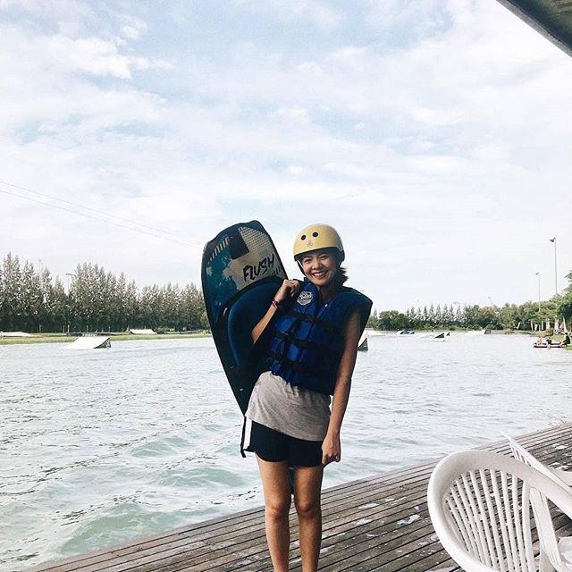 ล้มบ้างลุกบ้าง เป็นเรื่องธรรมดา 🤣💙🏄♀️ @sallysine ✌ มาออกกำลังกายด้วยการเล่นเวคบอร์ดที่ @thai_wake_park 🏄♂️ กันนะคะ 😉 สอนฟรี อุปกรณ์ครบ 👈 #twp #thaiwakepark #bestwakepark