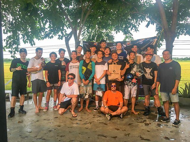 ภาพประกาศรางวัล ในงาน TWP Wake Jam - Grab Challenge ที่ TWP LumLukKa ในวันเสาร์ที่ 8 กันยายนที่ผ่านมา กิจกรรมสนุกๆ สำหรับเกมส์กระชับมิตร สร้างความสัมพันธ์ให้แก่เหล่านักกีฬา และผู้เล่นเวคทุกคน ไม่ว่าจะมือใหม่หรือมือเก่า รู้สึกเสมือนครอบครัว รวมพลคนรักเวคบอร์ดได้มาร่วมสนุกกัน  งานมันส์ๆ กิจกรรมดีๆแบบนี้ ยังคงมีจัดขึ้นเรื่อยๆแน่นอน เพื่อให้ผู้เล่นรุ่นใหม่ได้กล้าโชว์พลัง และฝึกพัฒนาทักษะมากขึ้น ครั้งหน้าอย่าพลาดที่จะมาร่วมสนุกกันนะครัชช 😎🏄🏻♂️🏄🏼♀️
