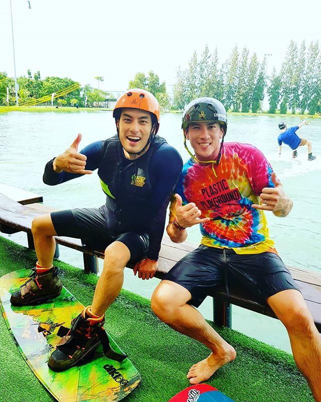 เมื่อ @boy_pakorn ปะทะ @aumthaiwakepark ในกีฬาเวคบอร์ด 😁😂 #มาออกกำลังกายกัน  @thai_wake_park #กีฬากีฬาคือยาวิเศษ #twp #thaiwakepark #bestwakepark