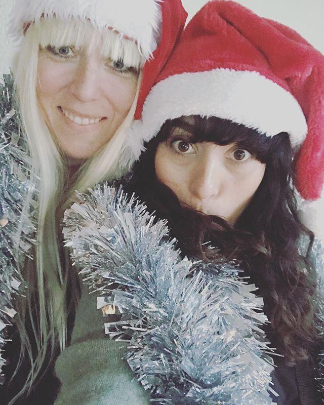 Feliz Navidad from set 👯♀️