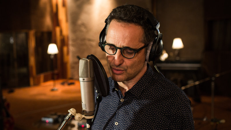 Jorge Drexler Makes Us Dance and Think On 'Salvavidas De Hielo' -