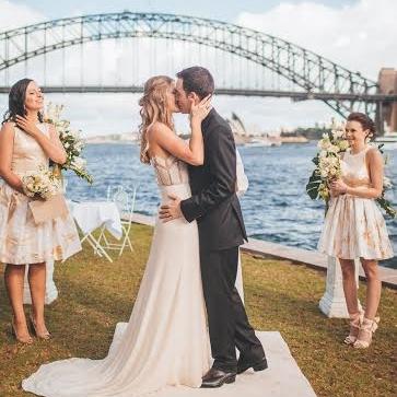 white_carpet_aisle_runner_henry_lawson_reserve_mcmahons_point_north_sydney_outdoor_weddings.jpeg