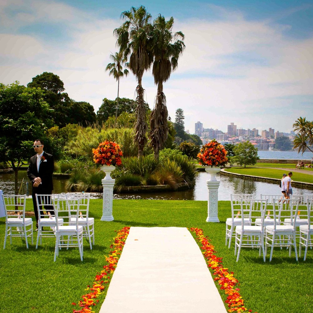 white_aisle_runner_sydney_royal_botanical_gardens_weddings.jpg