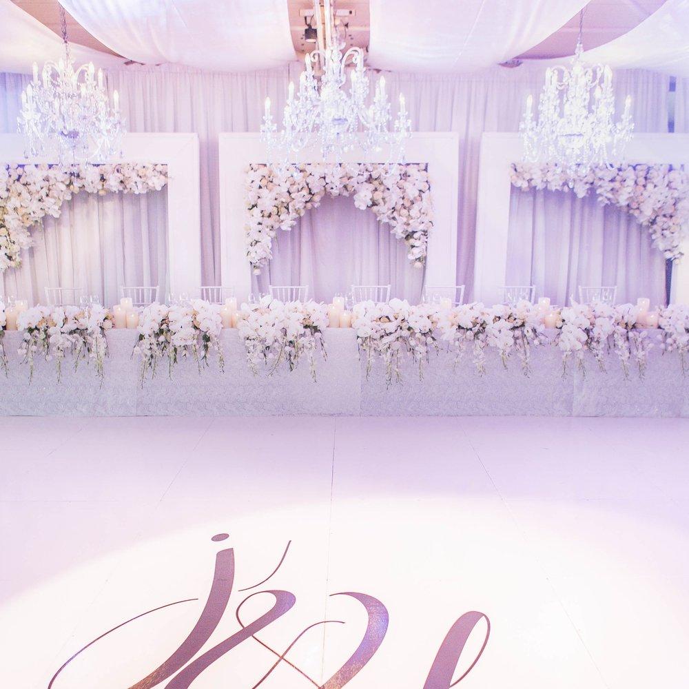 custom_backdrop_sydney_opera_house_wedding_white_frames_white_phaleanopsis_orchids_haning_bridal_table.jpg