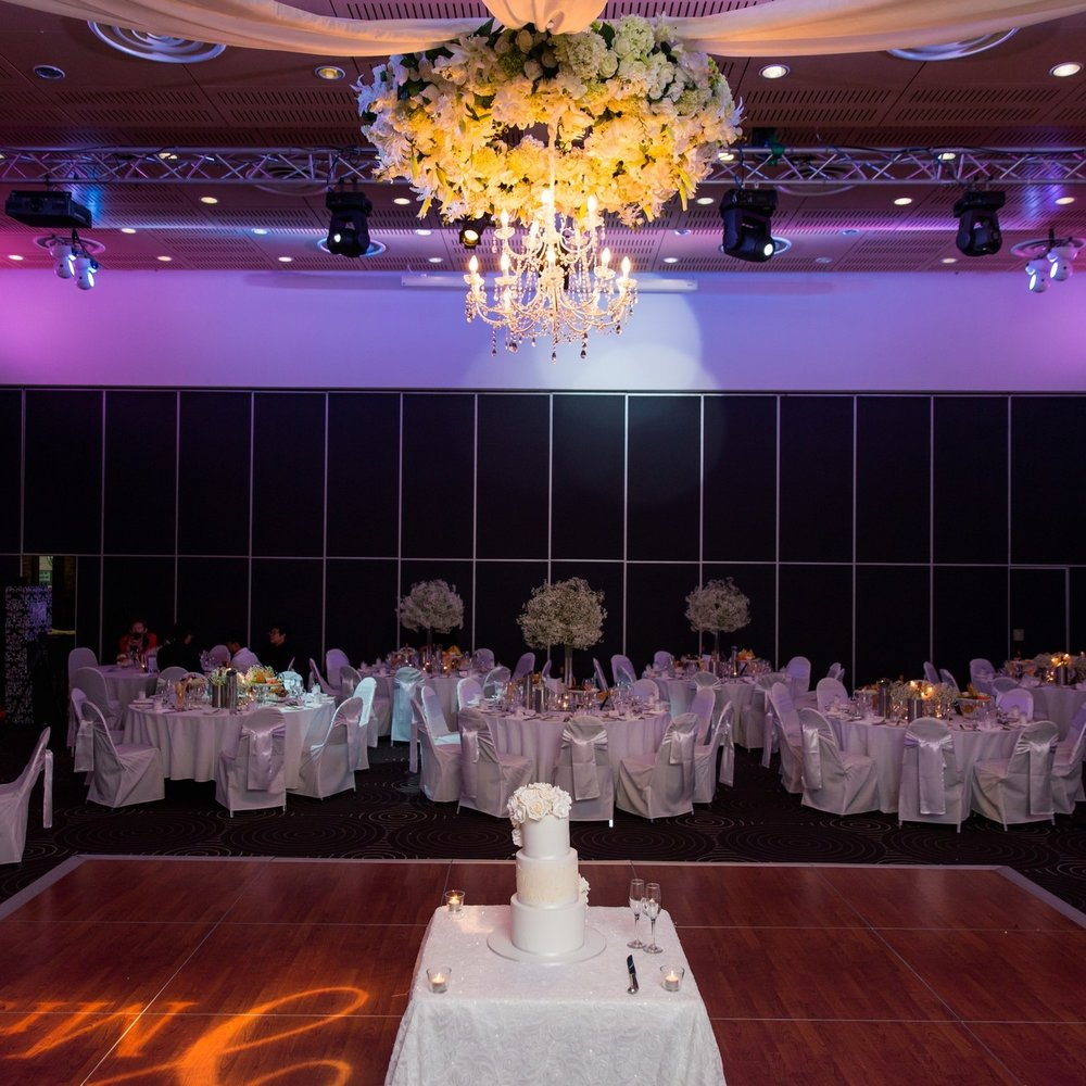 floral_wreath_chandelier_sydney_weddings_events_styling.jpg