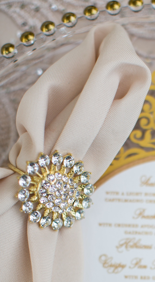 Front_photo_gold_crystal_napkin_ring.jpg