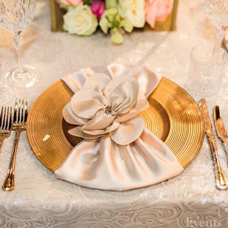 Sydney_wedding_reception_decor_gold_glass_charger_plate.jpg
