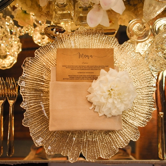 Sydney_wedding_reception_decor_clear_crystal_cut_charger_plate.jpg