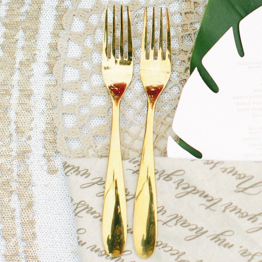 destination_wedding_fiji_gold_cutlery_macrame_placemat.jpg