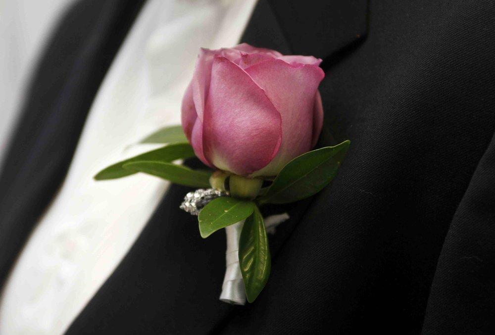 buttonhole_groom_single_stem_rose.jpg
