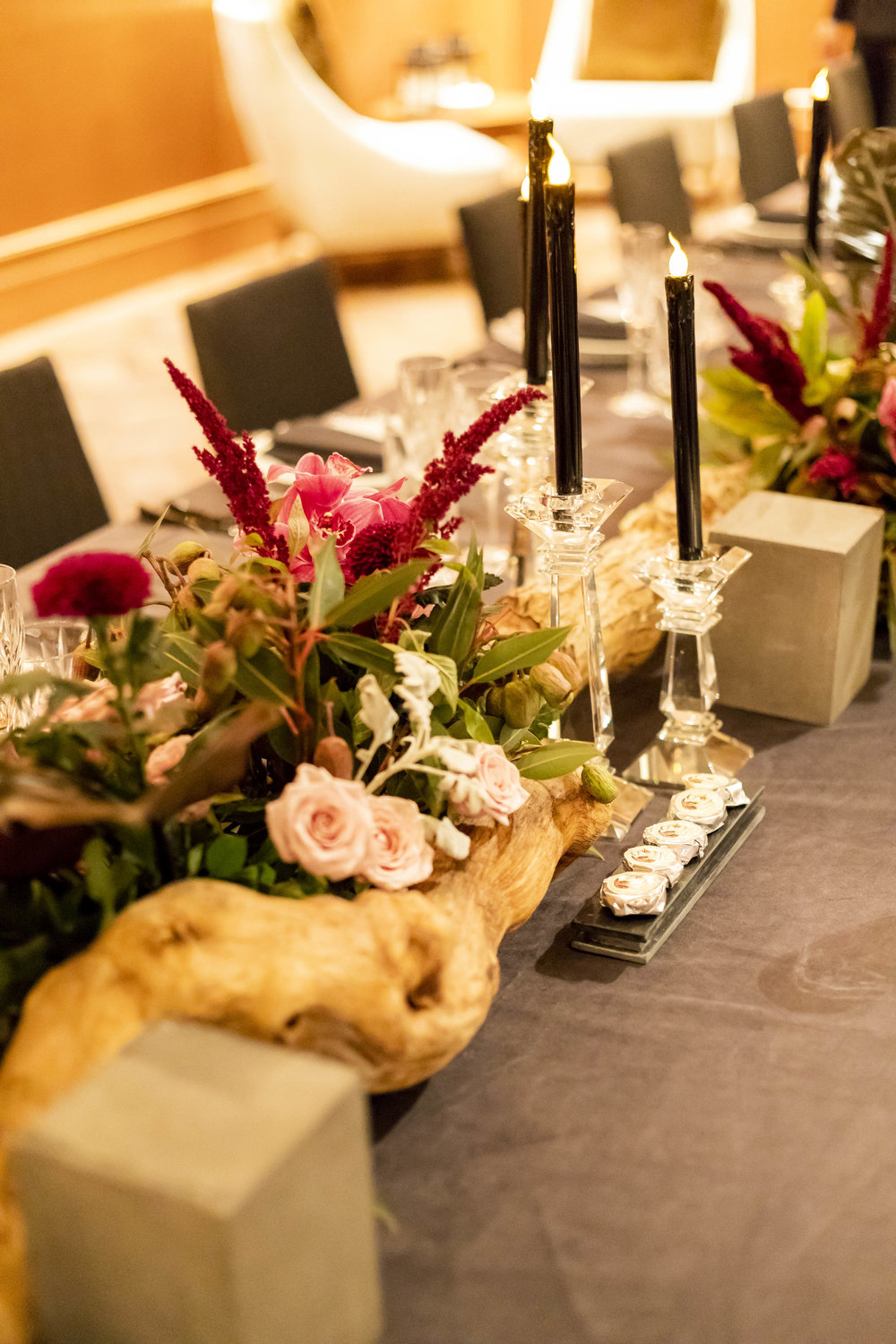 Corporate_dinner_event_design_Sydney_Inlighten_Photography_flowers_charger_plates_black_cutlery_events_by_nadia_2.jpg