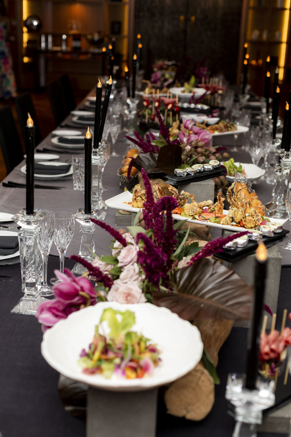 Corporate_dinner_event_design_Sydney_Inlighten_Photography_flowers_charger_plates_black_cutlery_events_by_nadia_10.jpg
